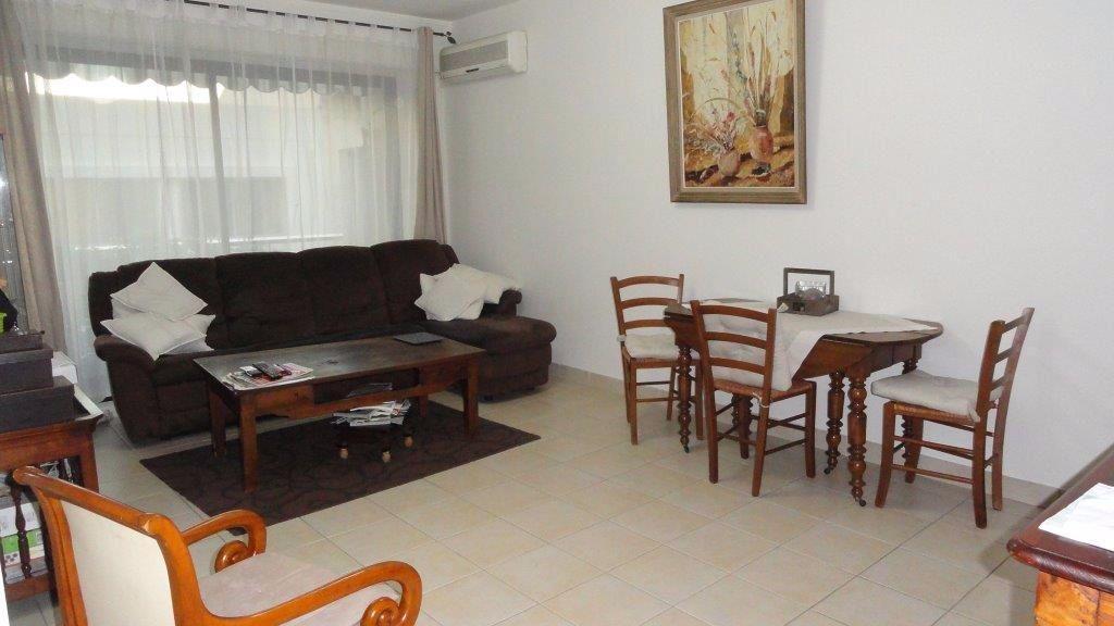 Appartement à louer 3 68.75m2 à Antibes vignette-9