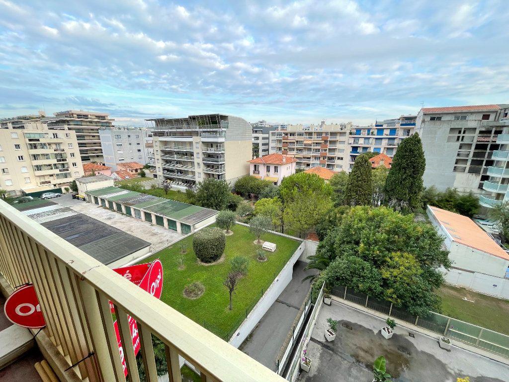 Appartement à louer 2 58.26m2 à Juan-les-Pins - Antibes vignette-1