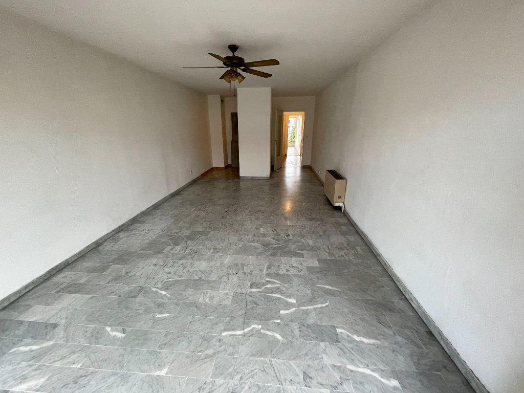 Appartement à louer 2 58.26m2 à Juan-les-Pins - Antibes vignette-2