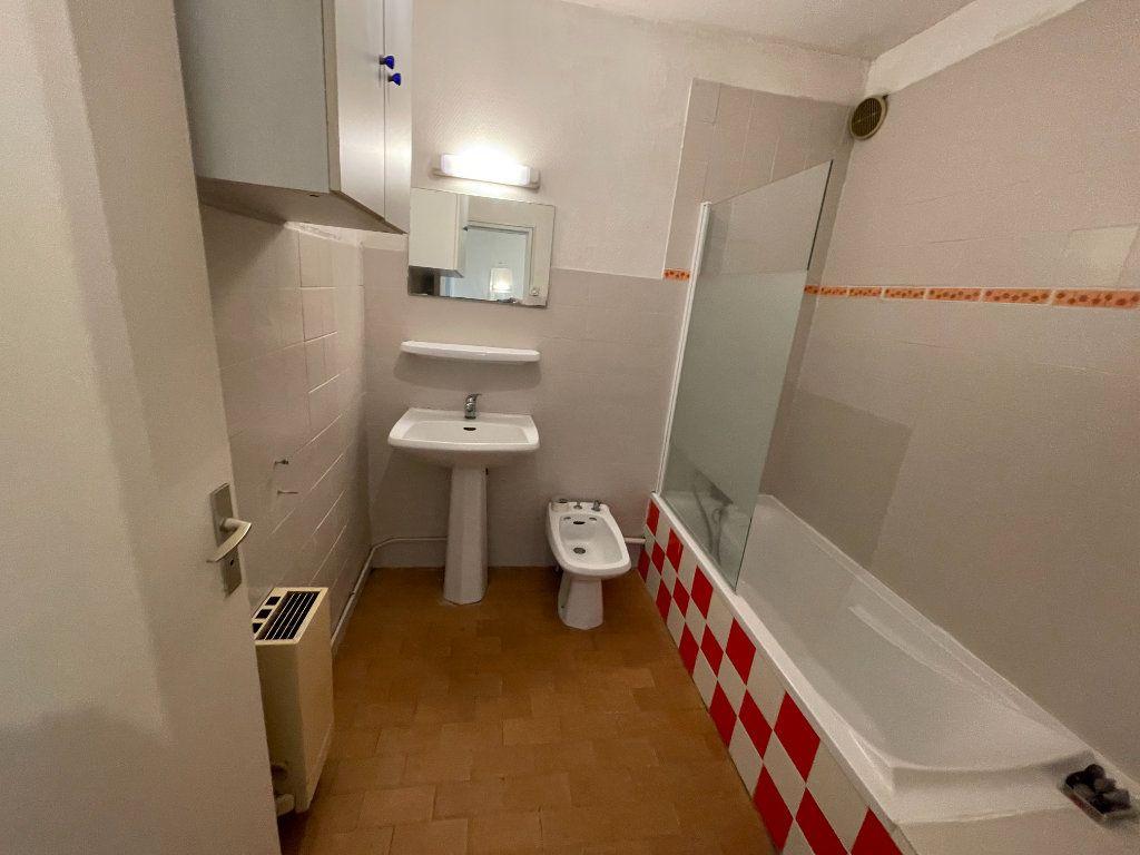 Appartement à louer 2 58.26m2 à Juan-les-Pins - Antibes vignette-3
