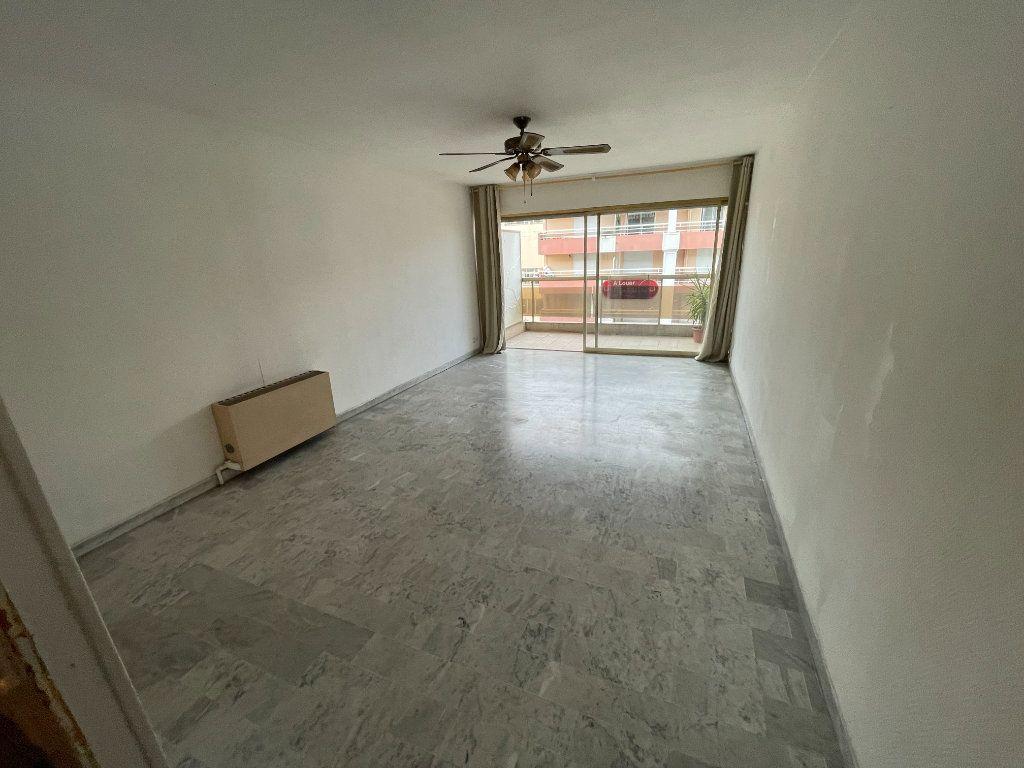Appartement à louer 2 58.26m2 à Juan-les-Pins - Antibes vignette-6