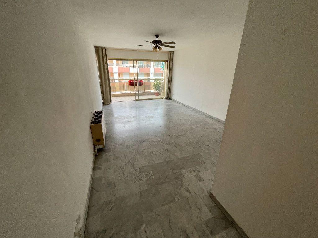 Appartement à louer 2 58.26m2 à Juan-les-Pins - Antibes vignette-9
