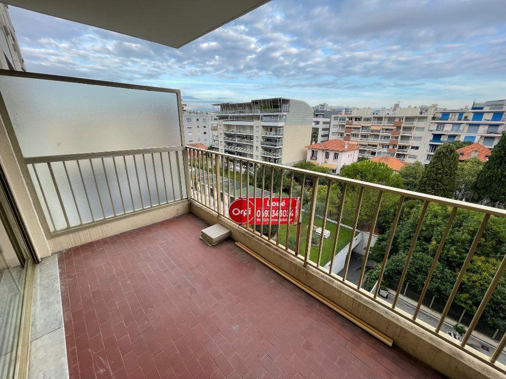 Appartement à louer 2 58.26m2 à Juan-les-Pins - Antibes vignette-11