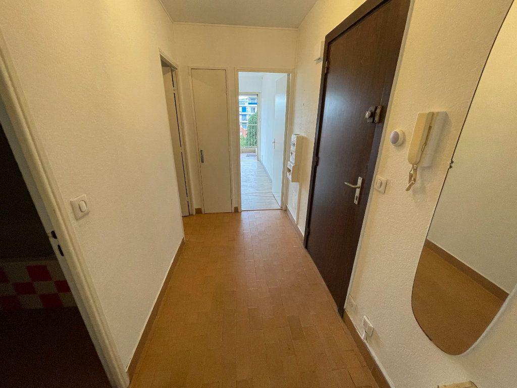 Appartement à louer 2 58.26m2 à Juan-les-Pins - Antibes vignette-12