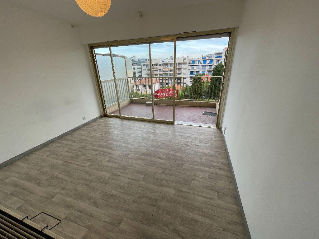 Appartement à louer 2 58.26m2 à Juan-les-Pins - Antibes vignette-17
