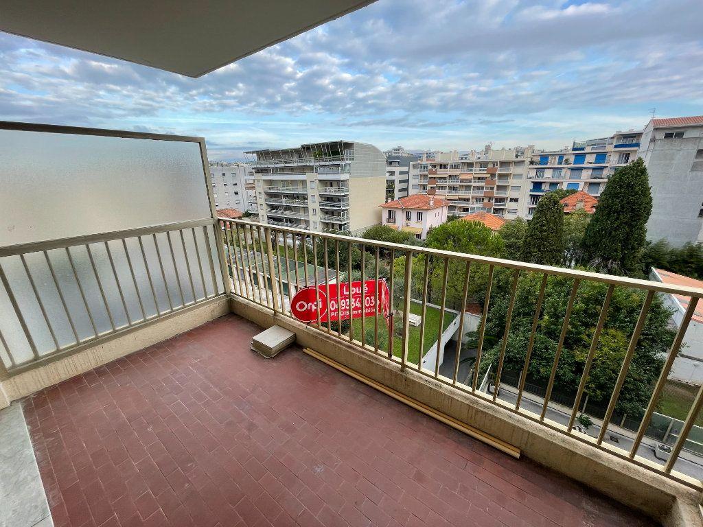 Appartement à louer 2 58.26m2 à Juan-les-Pins - Antibes vignette-18