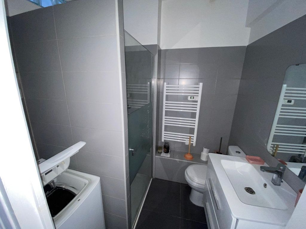 Appartement à louer 1 18.61m2 à Juan-les-Pins - Antibes vignette-2