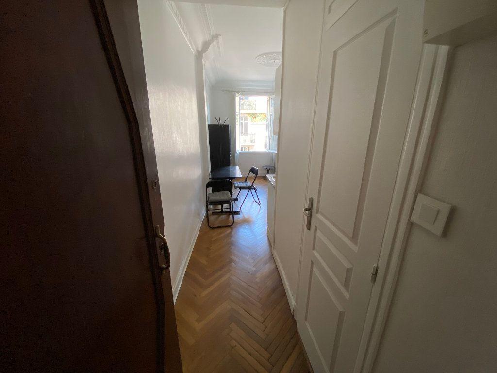 Appartement à louer 1 18.61m2 à Juan-les-Pins - Antibes vignette-4
