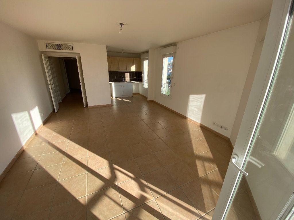 Appartement à louer 3 69.23m2 à Antibes vignette-2