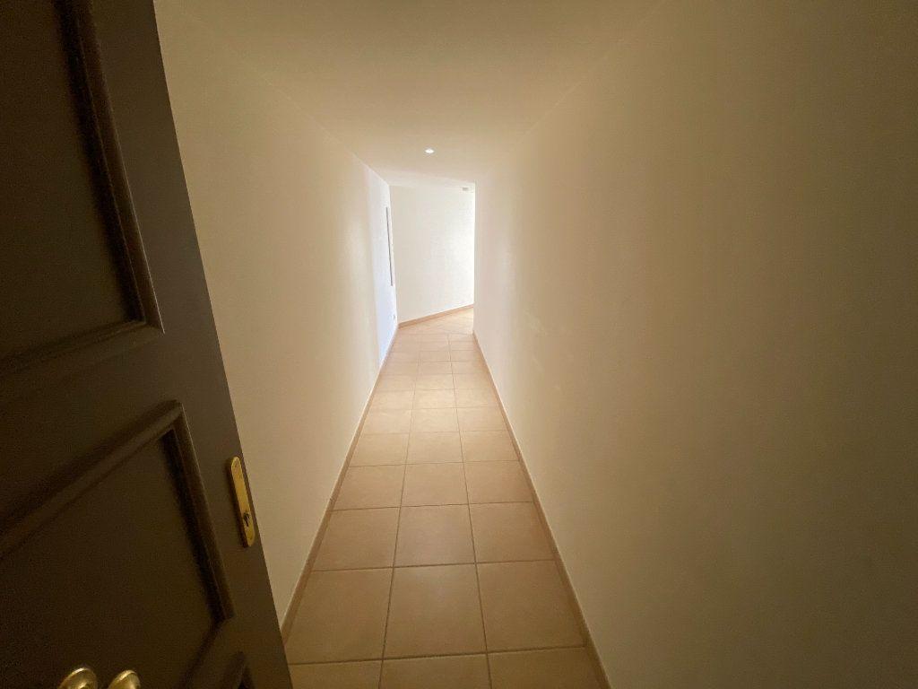 Appartement à louer 3 69.23m2 à Antibes vignette-7
