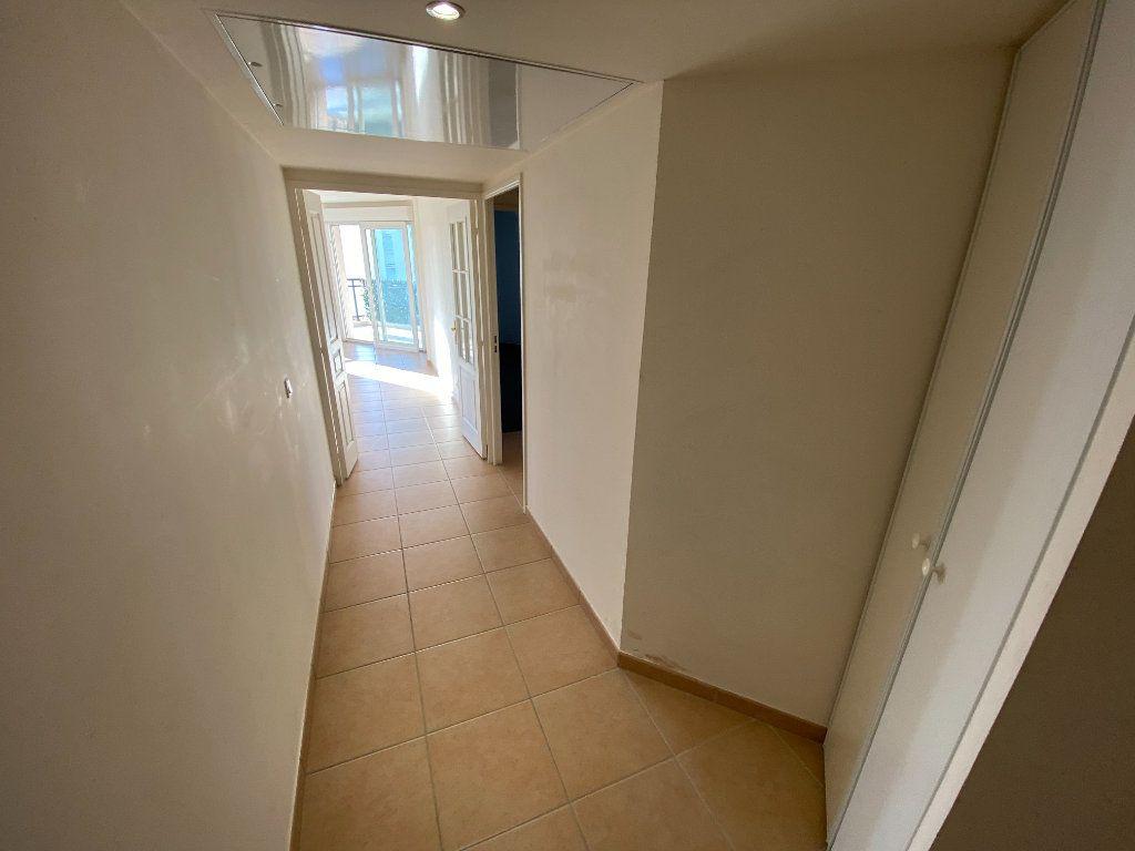 Appartement à louer 3 69.23m2 à Antibes vignette-8