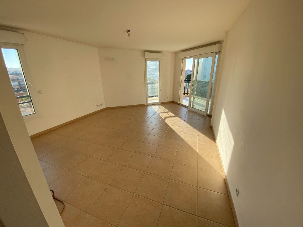 Appartement à louer 3 69.23m2 à Antibes vignette-9