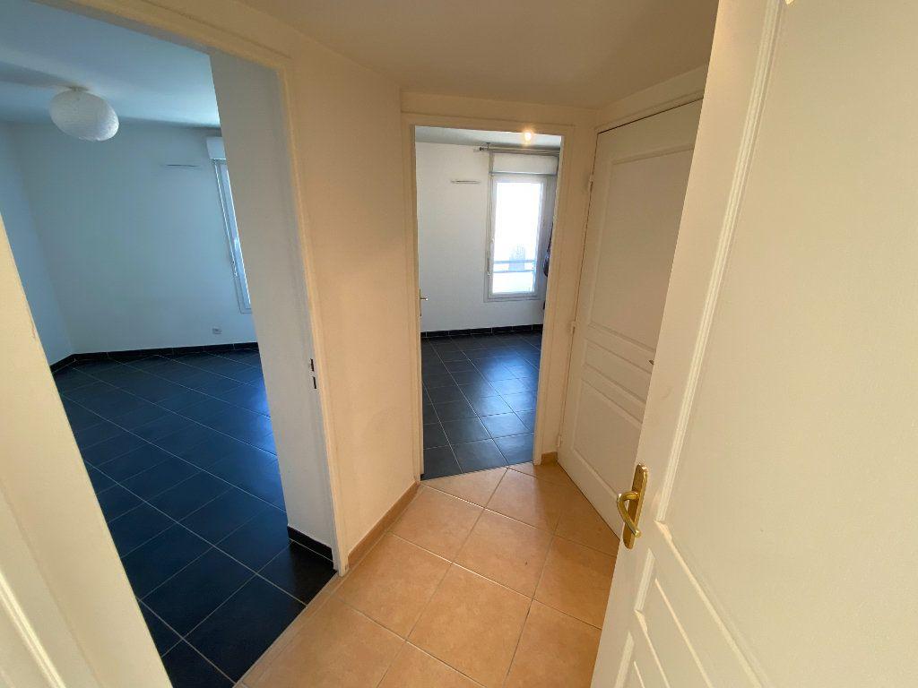 Appartement à louer 3 69.23m2 à Antibes vignette-10