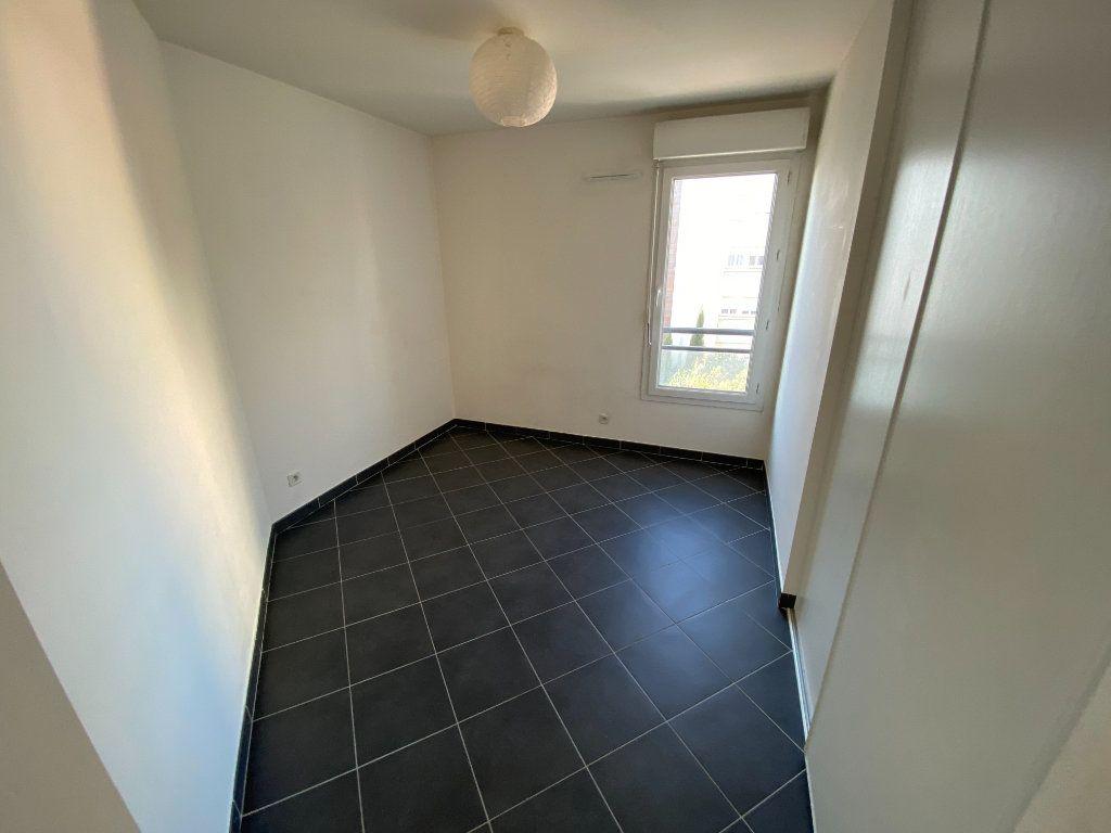 Appartement à louer 3 69.23m2 à Antibes vignette-11