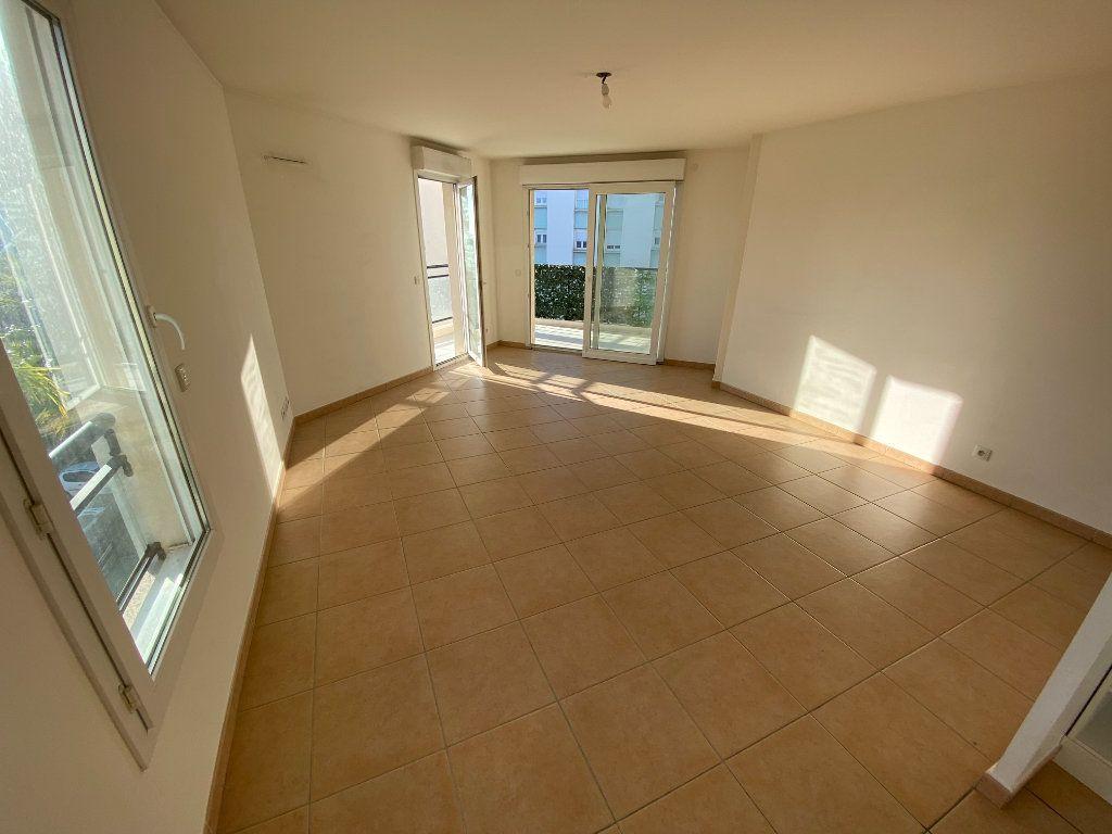 Appartement à louer 3 69.23m2 à Antibes vignette-17