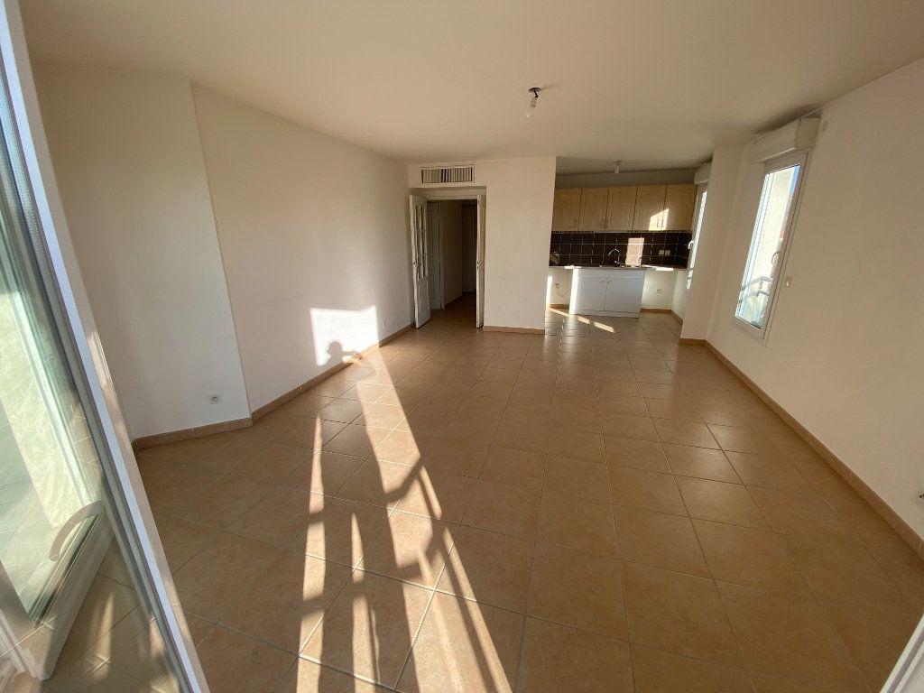 Appartement à louer 3 69.23m2 à Antibes vignette-18
