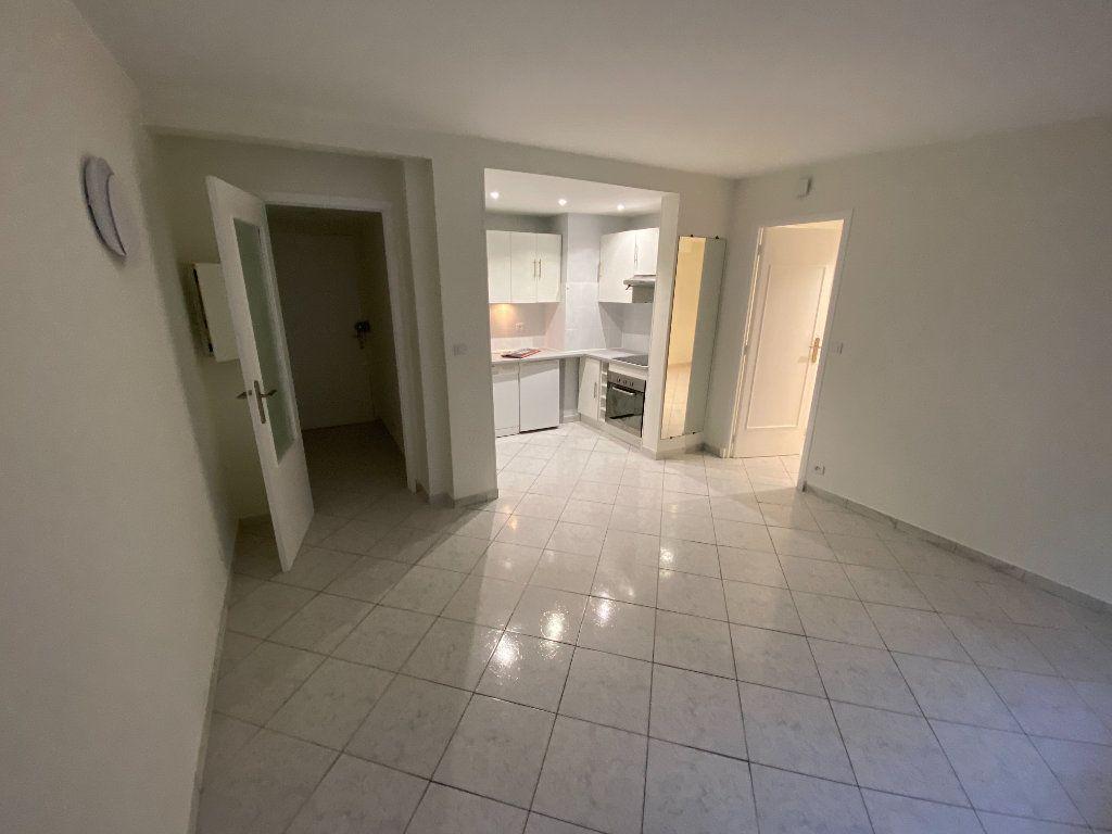 Appartement à louer 2 30m2 à Juan-les-Pins - Antibes vignette-1