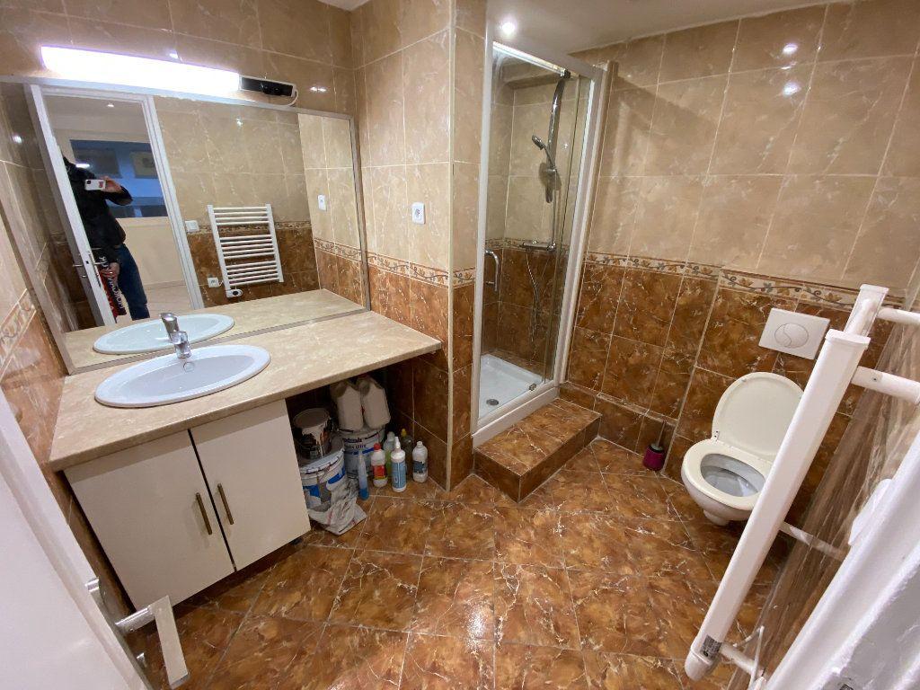 Appartement à louer 2 30m2 à Juan-les-Pins - Antibes vignette-2