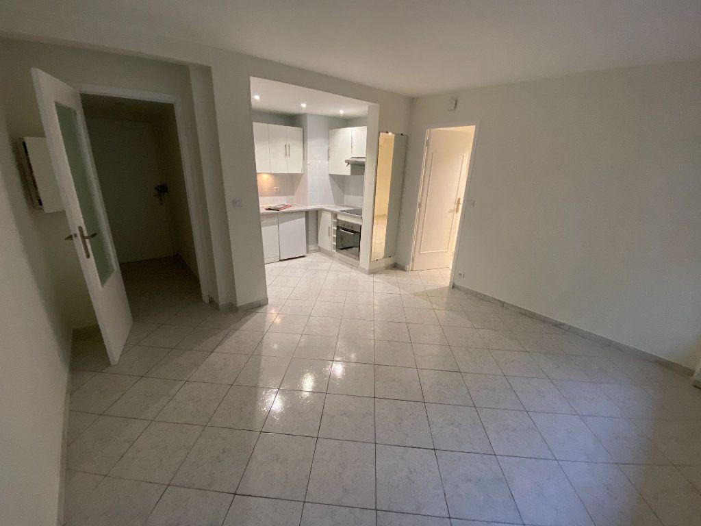 Appartement à louer 2 30m2 à Juan-les-Pins - Antibes vignette-6