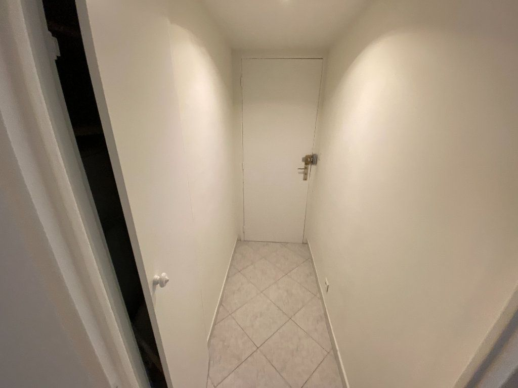 Appartement à louer 2 30m2 à Juan-les-Pins - Antibes vignette-11