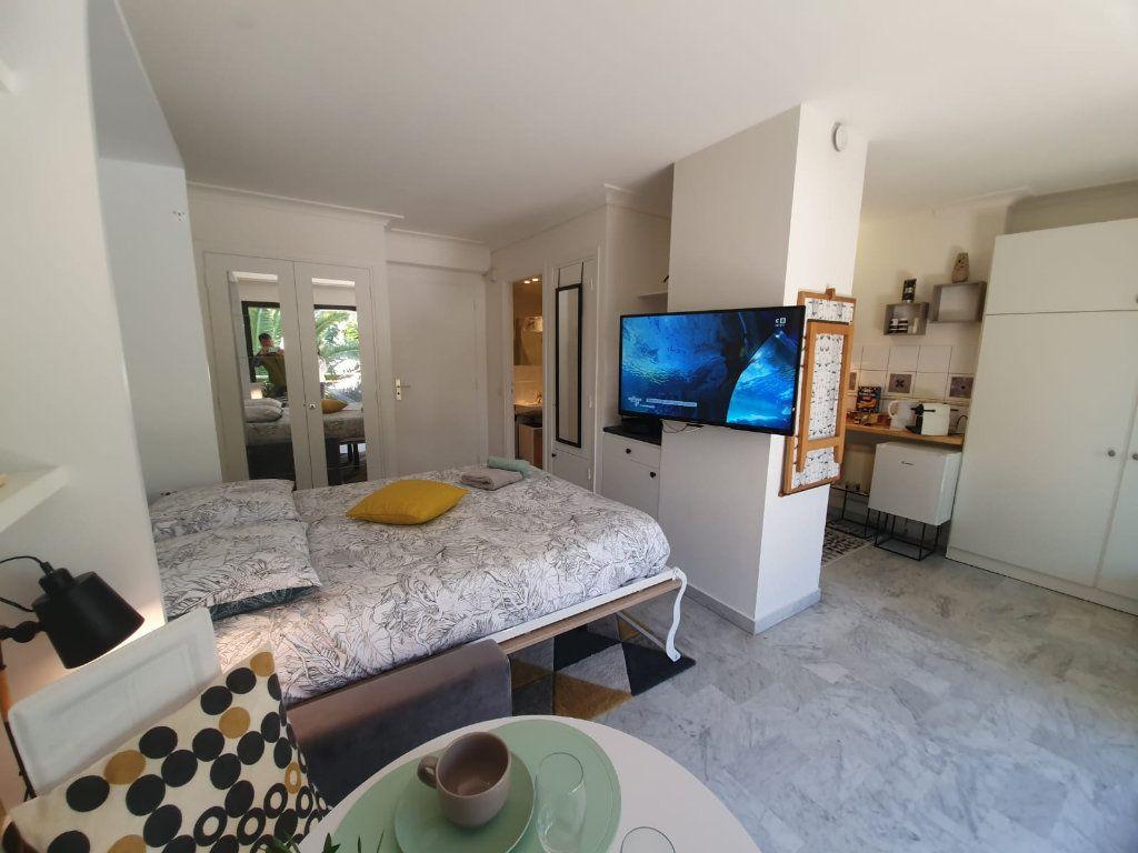 Appartement à louer 1 26.18m2 à Cannes vignette-3