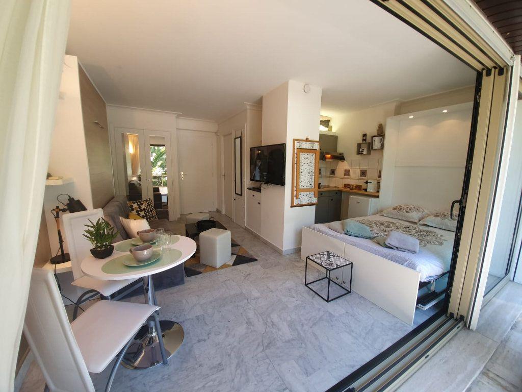 Appartement à louer 1 26.18m2 à Cannes vignette-11