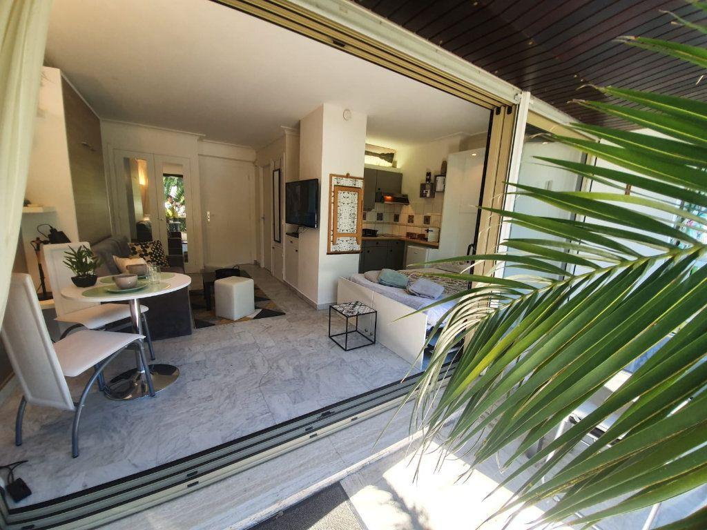 Appartement à louer 1 26.18m2 à Cannes vignette-12