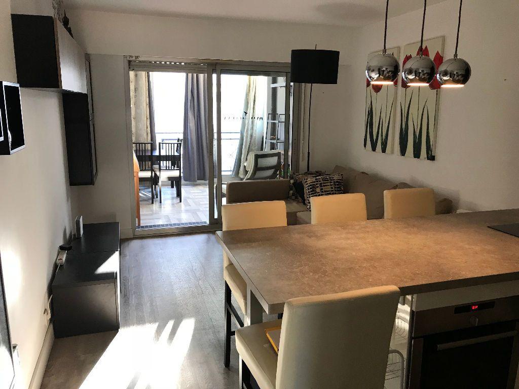 Appartement à louer 2 36.36m2 à Juan-les-Pins - Antibes vignette-1