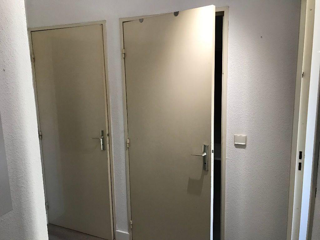 Appartement à louer 2 36.36m2 à Juan-les-Pins - Antibes vignette-8