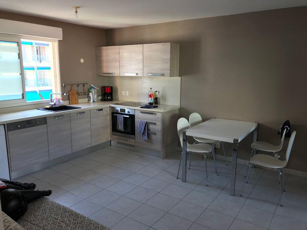 Appartement à louer 3 61.58m2 à Juan-les-Pins - Antibes vignette-1