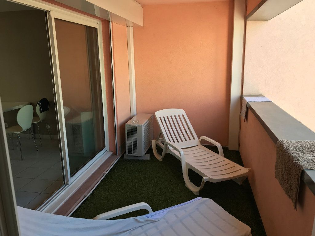 Appartement à louer 3 61.58m2 à Juan-les-Pins - Antibes vignette-2