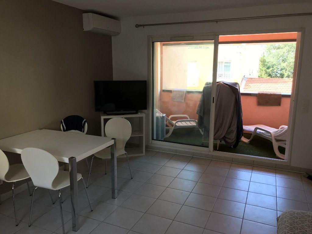 Appartement à louer 3 61.58m2 à Juan-les-Pins - Antibes vignette-5