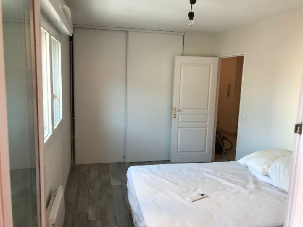 Appartement à louer 3 61.58m2 à Juan-les-Pins - Antibes vignette-10