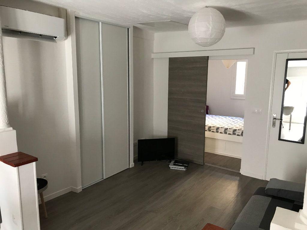 Appartement à louer 2 29.56m2 à Antibes vignette-4