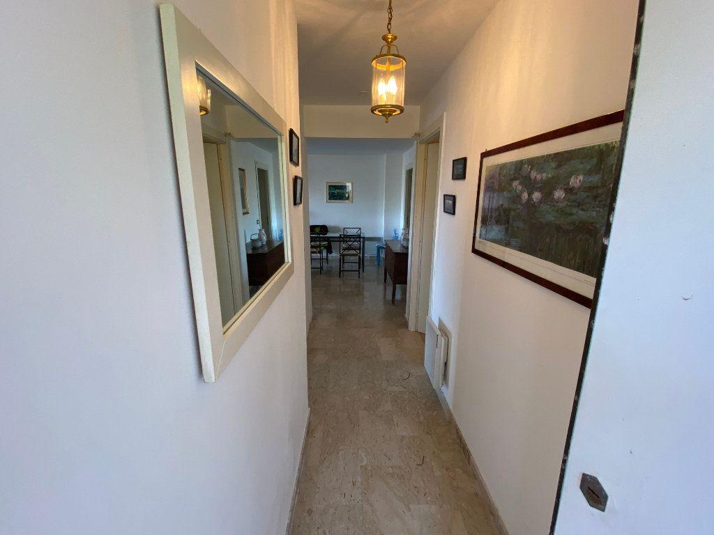 Appartement à louer 3 78.2m2 à Antibes vignette-9
