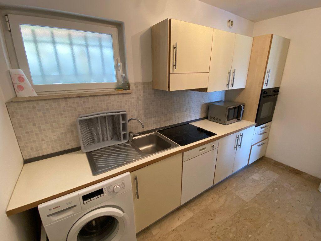 Appartement à louer 3 78.2m2 à Antibes vignette-12