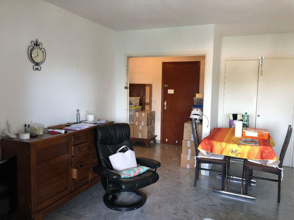 Appartement à louer 2 49.6m2 à Antibes vignette-2