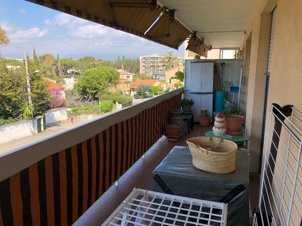 Appartement à louer 2 49.6m2 à Antibes vignette-3