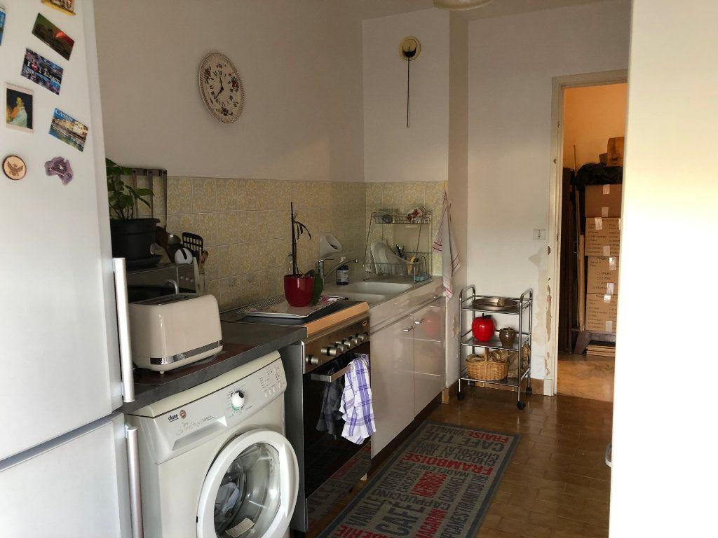Appartement à louer 2 49.6m2 à Antibes vignette-4