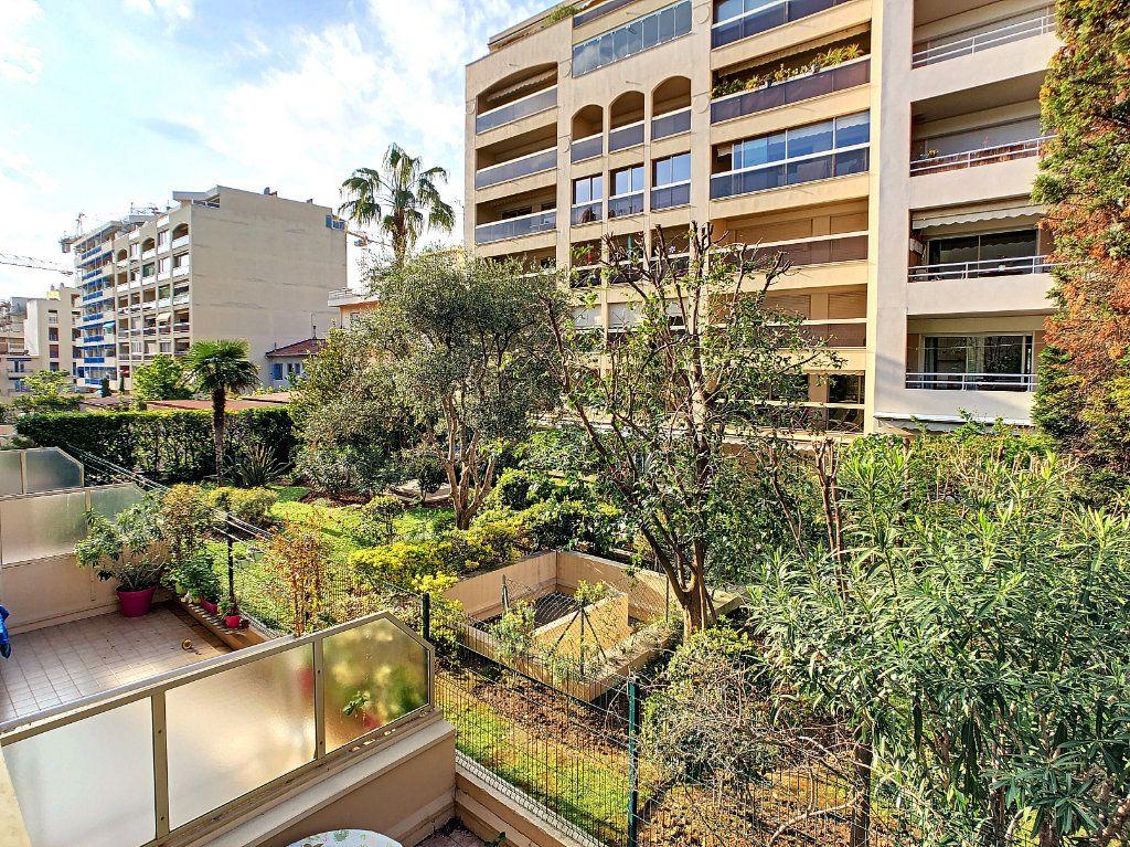 Appartement à vendre 2 52.8m2 à Juan-les-Pins - Antibes vignette-1