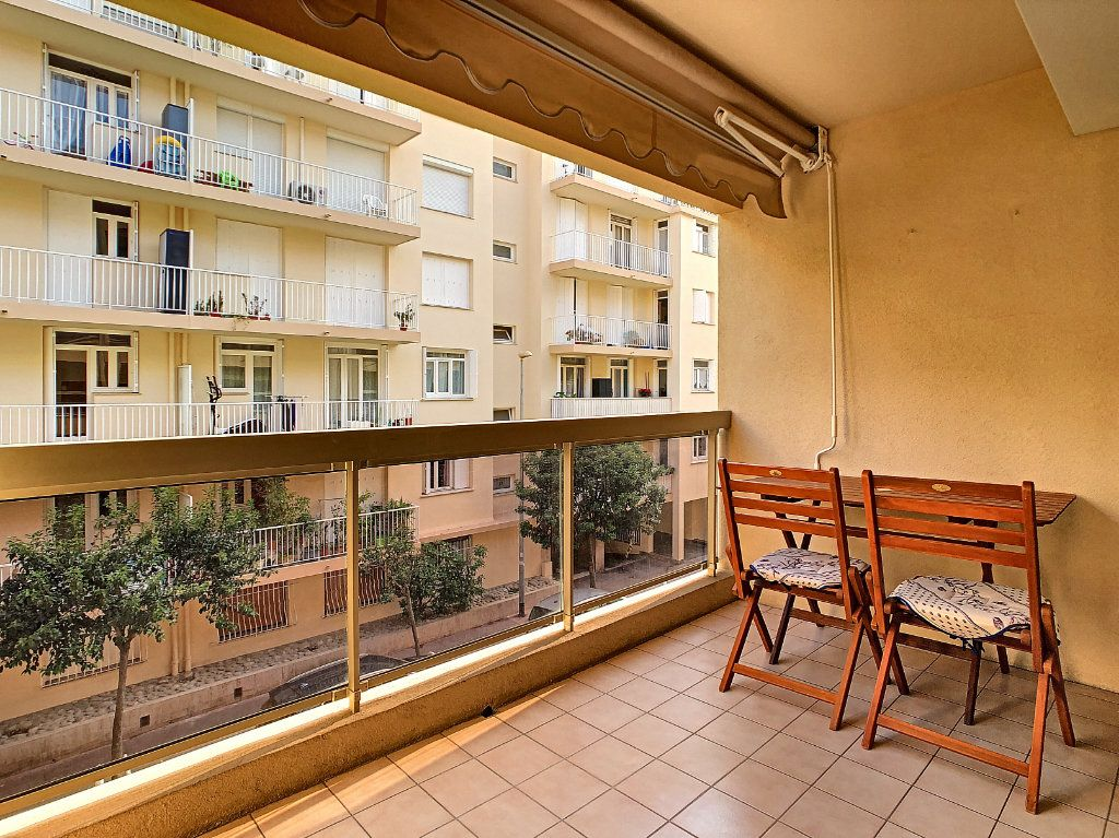 Appartement à vendre 2 52.8m2 à Juan-les-Pins - Antibes vignette-2