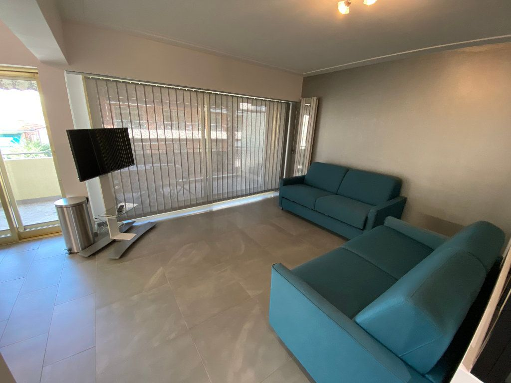 Appartement à louer 2 37.77m2 à Juan-les-Pins - Antibes vignette-1