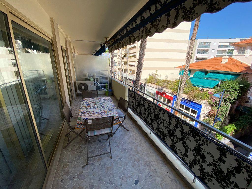 Appartement à louer 2 37.77m2 à Juan-les-Pins - Antibes vignette-2