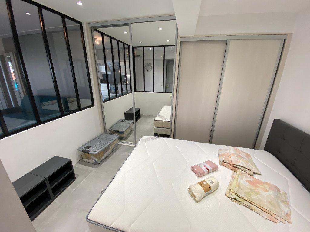 Appartement à louer 2 37.77m2 à Juan-les-Pins - Antibes vignette-3