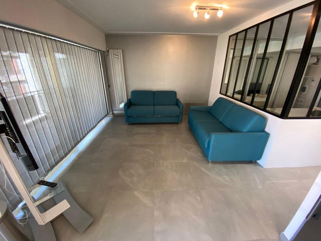 Appartement à louer 2 37.77m2 à Juan-les-Pins - Antibes vignette-4