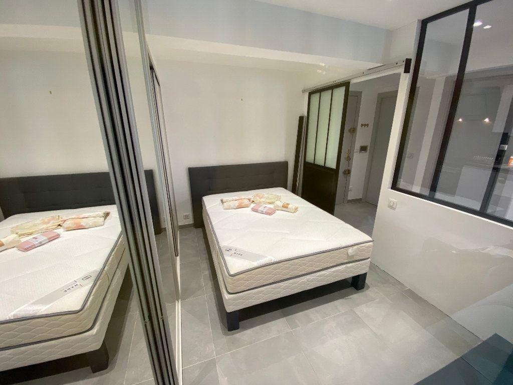 Appartement à louer 2 37.77m2 à Juan-les-Pins - Antibes vignette-9