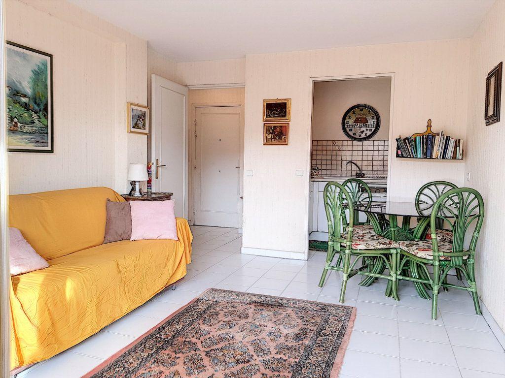 Appartement à vendre 3 51m2 à Juan-les-Pins - Antibes vignette-1
