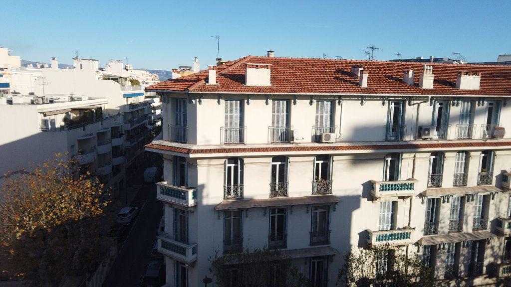 Appartement à louer 2 53.01m2 à Antibes vignette-12