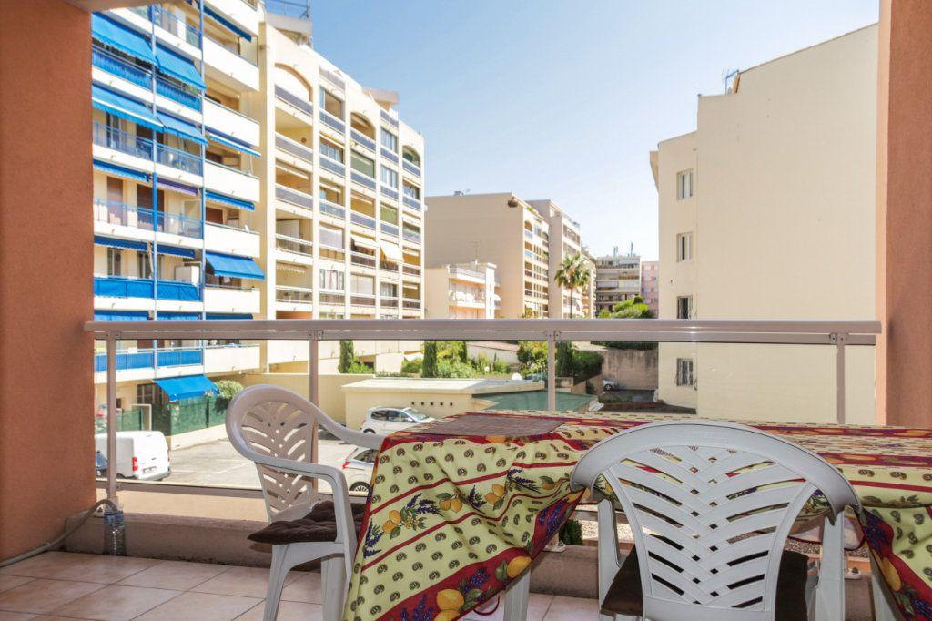 Appartement à vendre 2 45m2 à Juan-les-Pins - Antibes vignette-3
