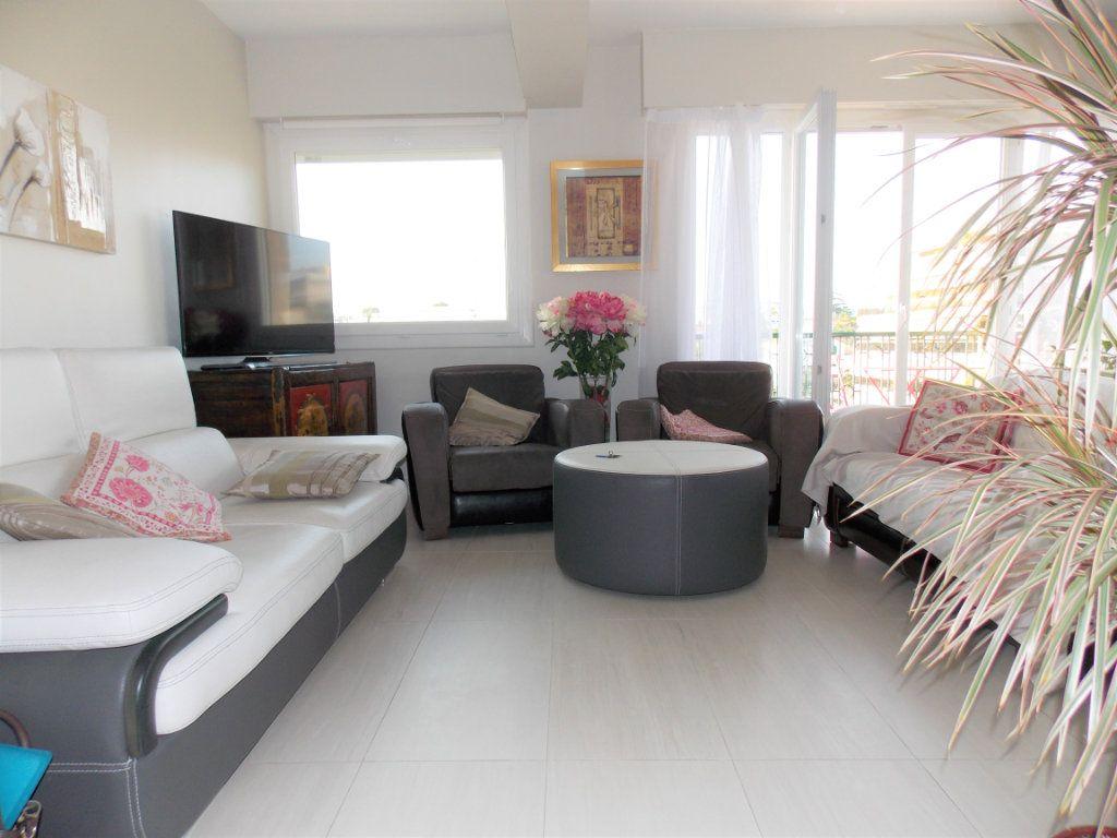 Appartement à vendre 3 75m2 à Juan-les-Pins - Antibes vignette-1